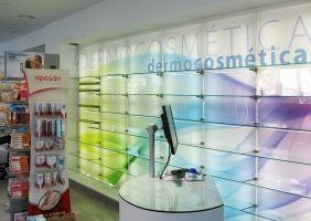 Luminoso interior tienda